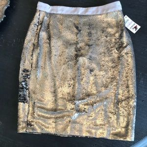 Maison Jules NWT Silver Sequined Pencil Skirt 6